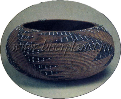 К первым относились вышиванье по канве шелками, синелью и шерстью, вязанье кошельков, поясов, лестовок...